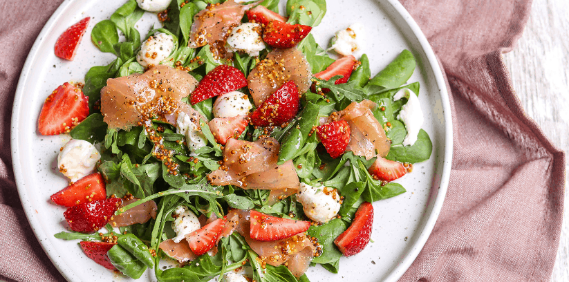 Smoked Salmon dan Strawberry Salad